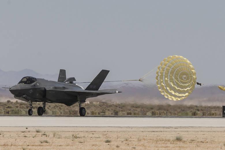Umowa na samoloty F-35 podpisana [CENA] Zapłacimy ponad 17,5 mld złotych. Co zawiera umowa z Lockheed Martin? [SZCZEGÓŁY UMOWY]