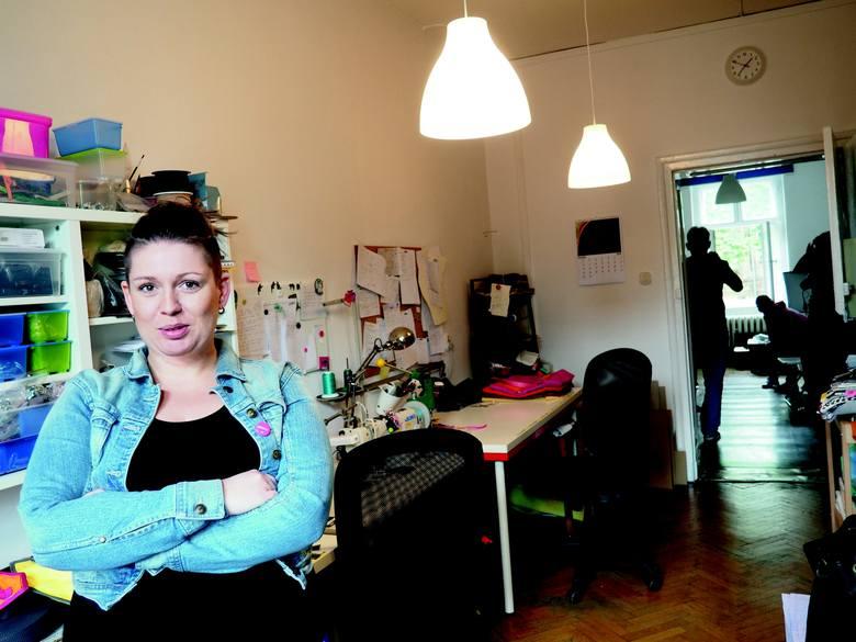 Karolina Olejniczak - jedna z bohaterek albumu - otwarła na Jeżycach firmę projektującą i produkującą torby.