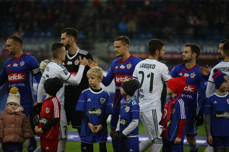 Śląsk Wrocław wygrał z Piastem Gliwice 3:0 w wyjazdowym meczu 17. kolejki PKO Ekstraklasy. Oceniliśmy piłkarzy WKS-u za występ w tym spotkaniu. Oceny