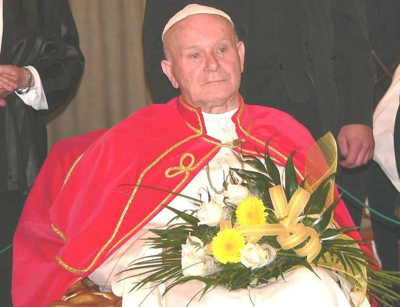 Ksiądz Andrzej Biernacki na scenie wcielał się w postać Jana Pawła II. To była rola jego życia...