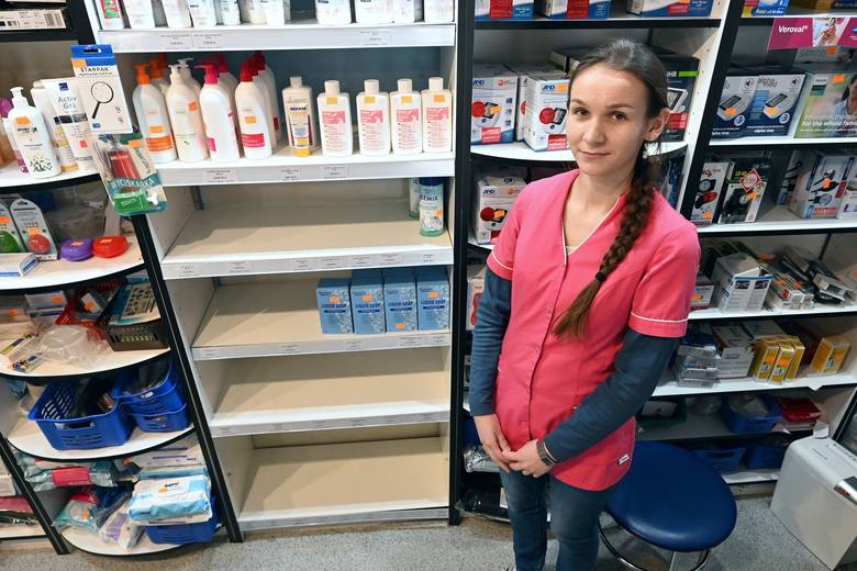 W świętokrzyskich aptekach i sklepach specjalistycznych półki świecą pustkami.