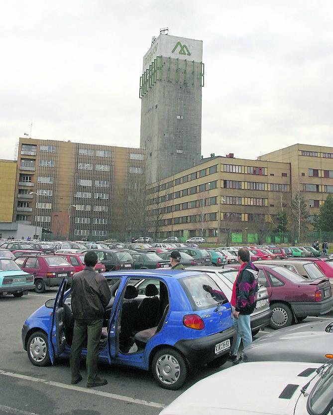 Wszystkie zdjęcia pochodzą z reportażu z 2004 roku.<br /> Od góry, bar tuż pod kopalnią, poniżej , na dole - jeden z wielu przewozów, które wtedy organizowano z Polski do Czech
