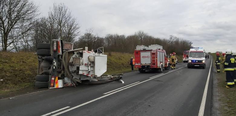W poniedziałek (17 lutego) około godziny 9.12 doszło do wypadku w miejscowości Mrozowo (pow. nakielski, gm. Sadki).W wypadku na DK10 (224 km) uczestniczył
