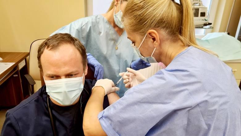 """W szpitalu w Grudziądzu od wtorku, 20 kwietnia będzie działał trzeci punkt szczepień w budynku """"O"""""""