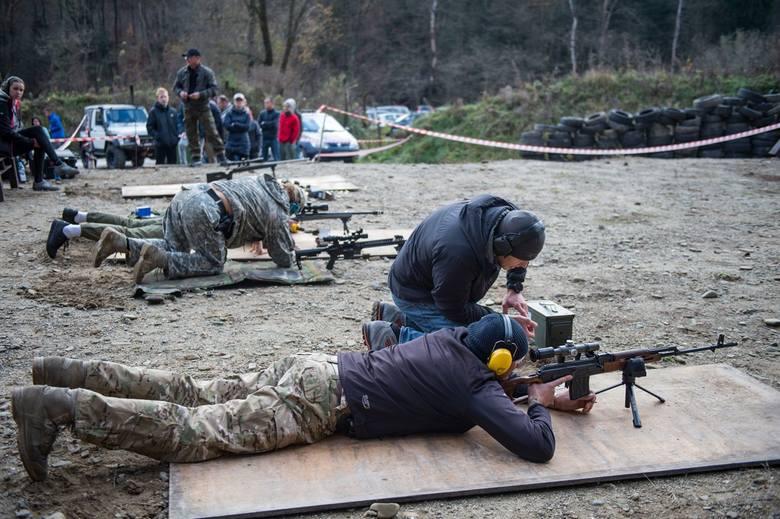 Na strzelnicy przy ulicy Strzeleckiej w Bochni organizowane są m.in. kursy obsługi broni palnej, a także zawody strzeleckie m.in. z okazji Święta Ni