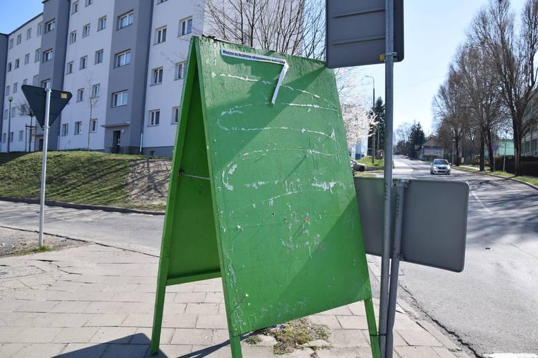 Miejsca na plakaty wyborcze w Zielonej Górze pozostają puste....