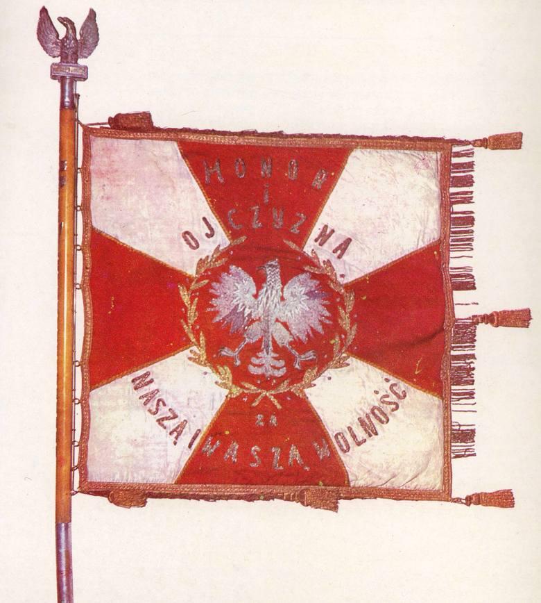 22 kwietnia 1945 roku pancerniacy z 3 Brygady odbierali sztandar na placu Wolności