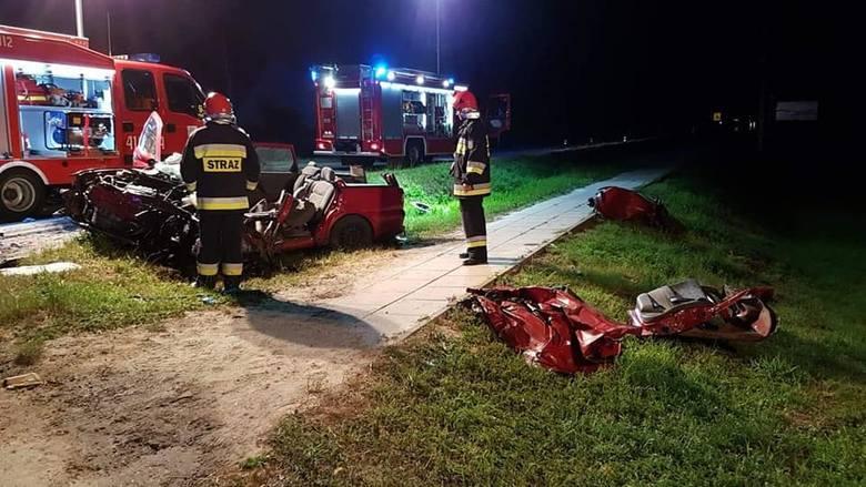 21-letni kierowca samochodu osobowego, który został poważnie ranny w wypadku, do jakiego doszło 2 lipca 2019 roku w Domosławicach, ostatecznie zmarł.