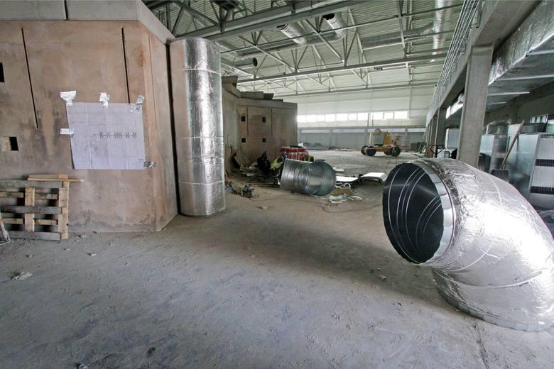 Pracownicy są potrzebni w pierwszej kolejności w branży budowlanej, produkcji oraz w logistyce (FMCG) i handlu detalicznym.