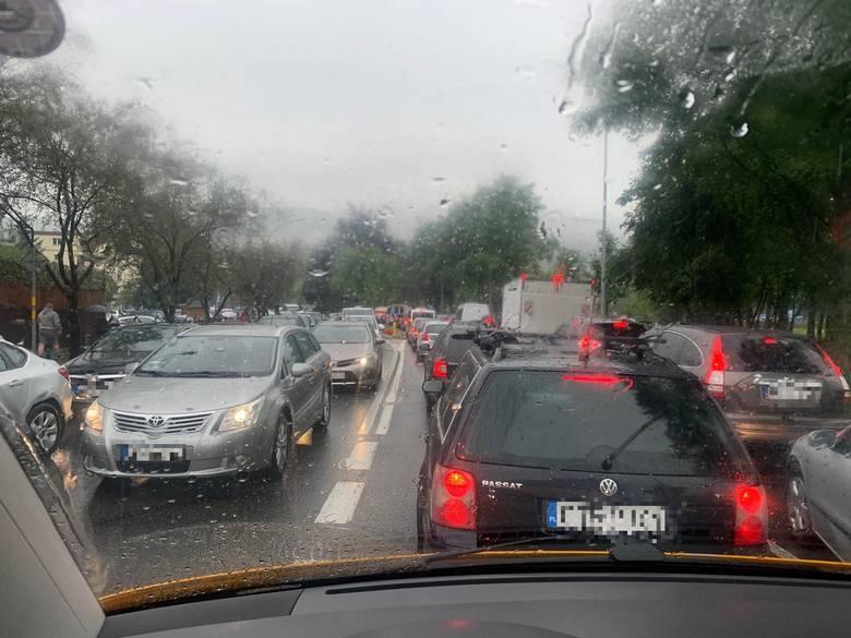 Komunikacyjny koszmar w Zakopanem! Wszystkie ulice stanęły w mega korkach [ZDJĘCIA, MAPY]