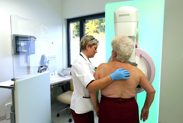 Kulisy zdrowia: Zobacz, jak należy badać piersi. Rak piersi jest jednym z najczęściej występujących [WIDEO]