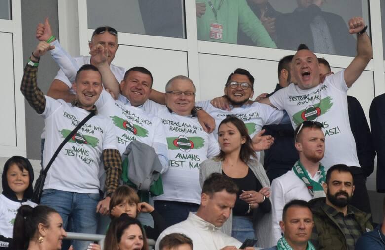 Na meczu Radomiaka Radom z Koroną Kielce w Fortuna 1 Lidze było sporo znanych osób. Radomiak wygrał ten mecz 2:0 i awansował do ekstraklasy. Na zdjęciu: