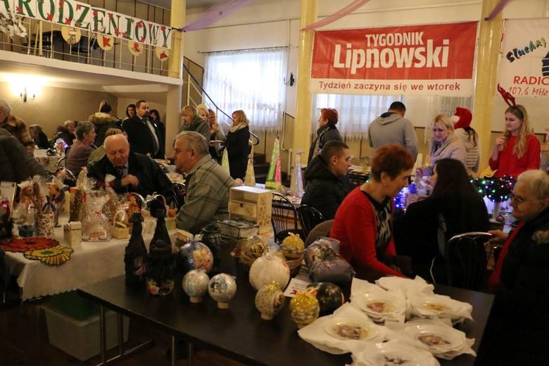 To kolejny jarmark zorganizowany w Skępem. Tym razem w sali OSP pojawiło się 23 wystawców, którzy oferowali nie tylko świąteczne ozdoby. Można było kupić