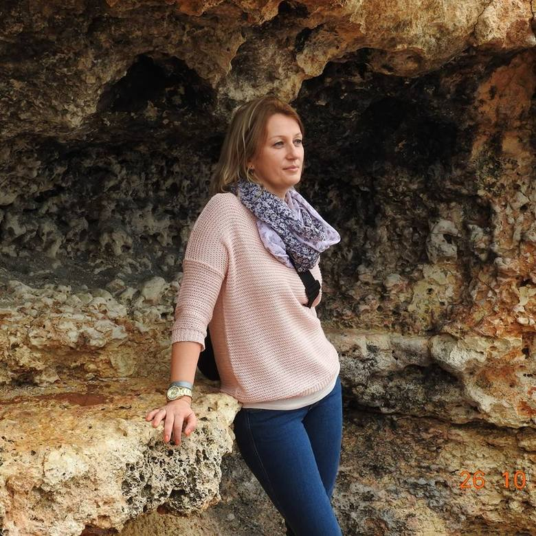 JOANNA SZCZEBLOWSKA, Nauczyciel klas IV-VIIIJest nauczycielem od 19 lat, pracuje w PSP nr 2 w Głuchołazach. Uczy plastyki, muzyki oraz pracuje jako oligofrenopedagog