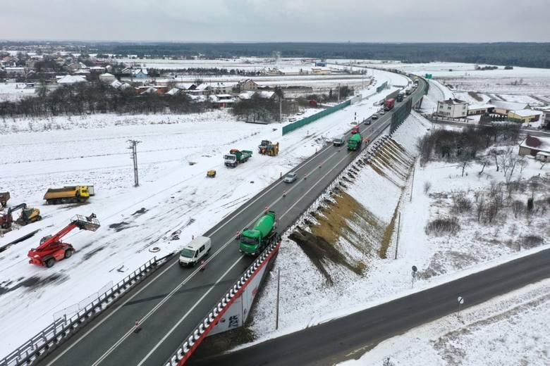Budowa drugiej jezdni na drodze ekspresowej S1 od Podwarpia do Pyrzowic. Zdjęcia wykonano pod koniec stycznia.Zobacz kolejne zdjęcia. Przesuwaj zdjęcia