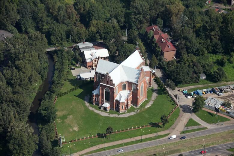 Parafia pw. Niepokalanego Poczęcia NMP istnieje od 1908 roku. Kościół powstawał przez prawie pięćdziesiąt lat - od 1905 aż do 1952 roku.