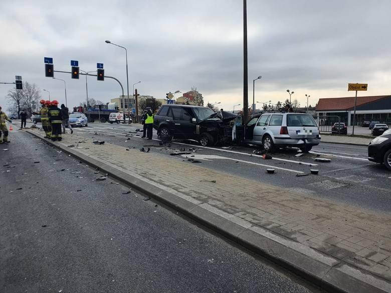Wypadek w Radomiu na skrzyżowaniu ulic Kieleckiej i Wolanowskiej. Trzy osoby w szpitalu