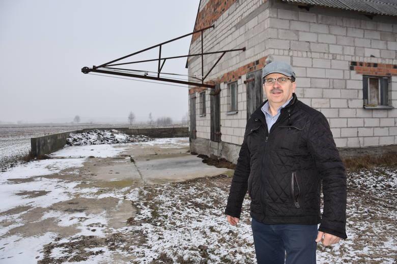 - Kiedyś miałem na stanie nawet 800 świń - mówi Grzegorz Drewczyński ze Świekatowa (pow. świecki) pokazując na budynek chlewni, w którym zwierząt nie