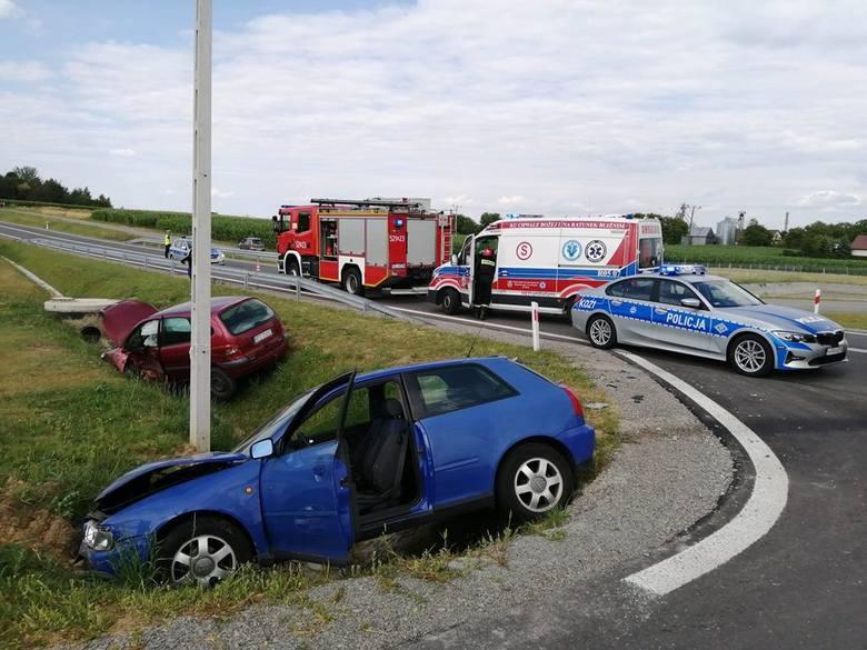Doszło do dwóch zdarzeń drogowych w rejonie autostrady A4 w powiecie przeworskim.W Gwizdaju na nowo oddanym łączniku A4 i DK nr 94 zderzyły siędwa samochody