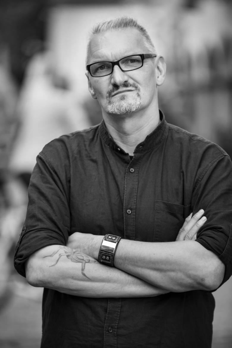 """Jacek Katarzyński, znany też jako Katos: Obecnie twórczo i zawodowo spełniam się w """"Gazecie Lubuskiej"""".  Moją specjalnością jest praca z filmem. Prywatnie"""