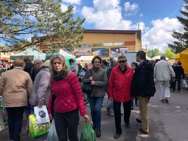 W sobotę i w niedzielę w Koszalinie na terenach wokół hali Gwardii odbywa się Koszalińska Giełda Ogrodnicza. Na miejscu jest ponad 40 wystawców z całego