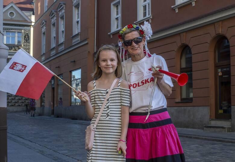 Mecz Polska - Słowacja (1:2) przyciągnął poznaniaków do barów i restauracji, które zapraszają na wspólne oglądanie meczów podczas Euro 2020. Sprawdziliśmy,