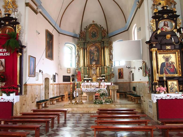 Parafia Świętej Marii Magdaleny w TrzebuniTu w kościele może przebywać jednocześnie maksymalnie 20 osób. Pierwszeństwo mają zamawiający intencje mszalne.