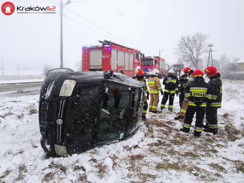 W Kopance pojazd wypadł z drogi. Kobieta kierująca samochodem była nietrzeźwa