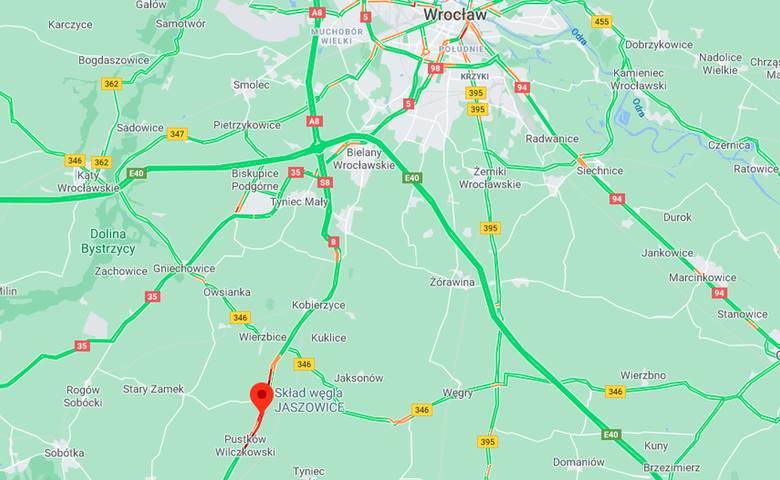 Śmiertelny wypadek pod Wrocławiem. Zderzenie auta osobowego i cysterny z paliwem na drodze nr 8 Wrocław - Kłodzko