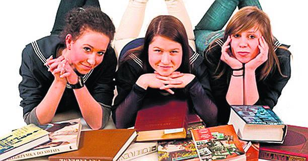 Liceum  Ogólnokształcące Sióstr Urszulanek Unii Rzymskiej al. Niepodległości 43 61 853 27 01 http://www.lsu.poznan.pl/OFERTA KLAS*:Szkoła oferuje cztery