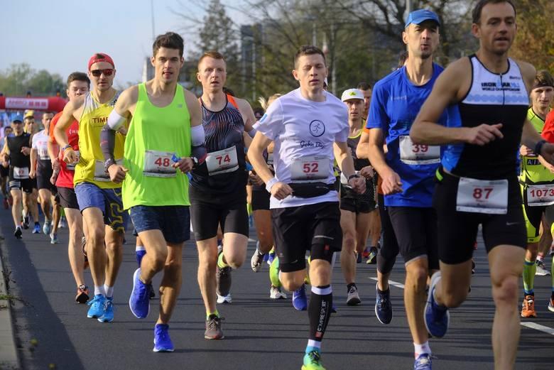 W niedzielę odbył się 37 Maraton Toruński, a także półmaraton i biegi dla dzieci na Stadionie Miejskim. Braliście udział? Poszukajcie się na zdjęcia