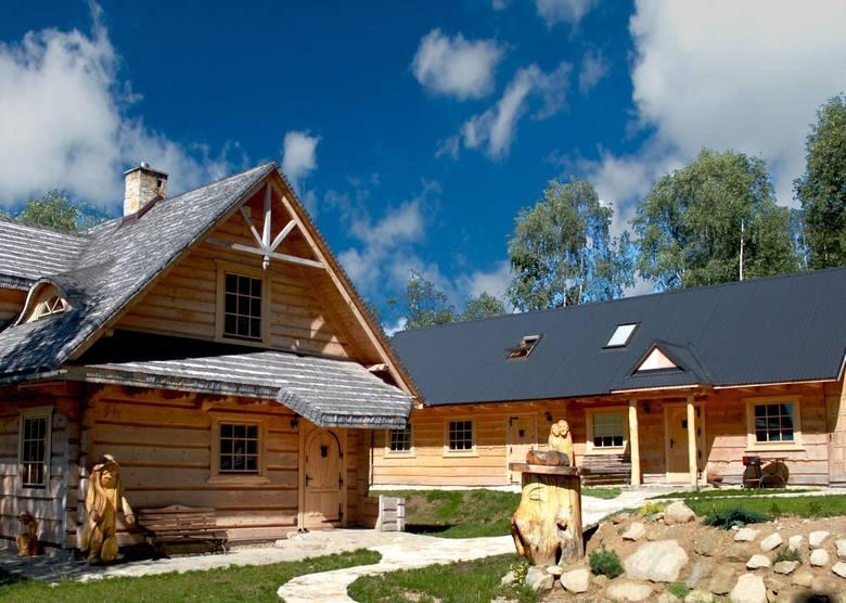 Kategoria: Chata z klimatemChatka Włóczykija, JamnaDrewniana chata z pięknym widokiem na Beskidy i Tatry oraz klimatycznie zagospodarowanym terenem rekreacyjnym.