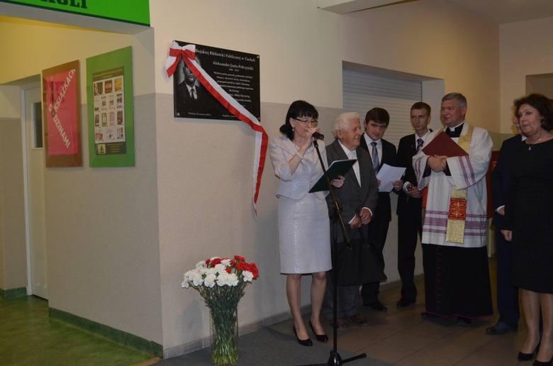 Aleksander Janta-Połczyński patronem tucholskiej bUroczystość poprowadziła Hanna Szramka, dyrektorka biblioteki.