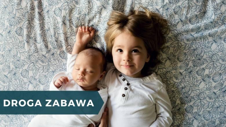 Według Centrum im. Adama Smitha, w 2018 wychowanie jednego dziecka do osiemnastego roku życia, kosztowało od 190 do 210 tys. złotych. Wychowanie dwójki