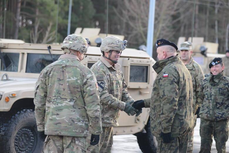 Powitanie żołnierzy USA na granicy w Olszynie.