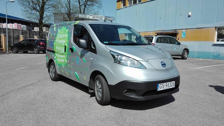 Wodociągi Słupsk, jako pierwsza spółka miejska, wyposażyła swoją flotę pojazdów w auto elektryczne. To Nissan e-NV200, który w Wodociągach pełni rolę