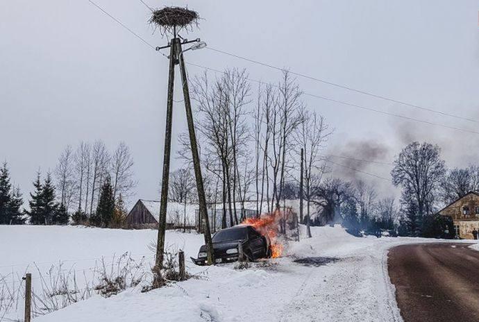 We wtorek 22 stycznia br. doszło do pożaru samochodu osobowego w miejscowości Grabnik, gm. Stare Juchy.Zdjęcia dzięki uprzejmości Ratownictwo Powiatu