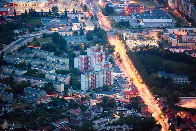 To niecodzienny widok, zobaczyć Słupsk z lotu ptaka i to jeszcze nocą. Zapraszamy do obejrzenia nocnych zdjęć Słupska z 2015 roku, które wykonał nasz