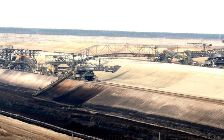 Niemiecki i polski brzeg Nysy Łużyckiej łączą również bogate złoża węgla brunatnego. U nas kopalnie mają dopiero dopiero powstać, tam... już są.