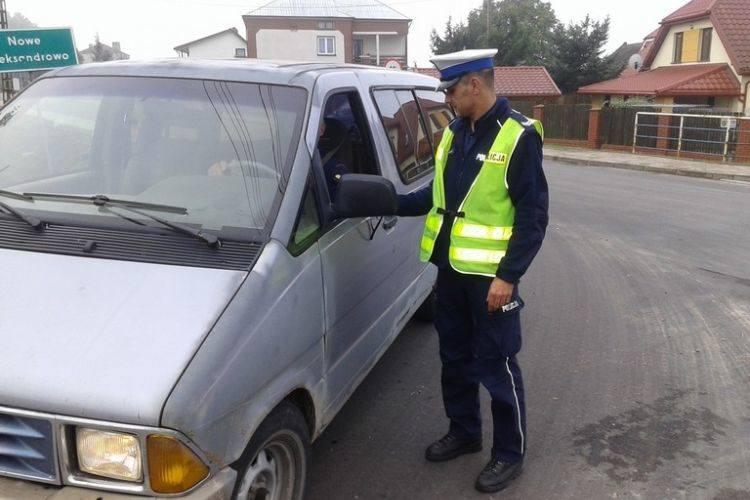 """W celu poprawy bezpieczeństwa wszystkich uczestników ruchu policjanci z białostockiej drogówki przeprowadzili działania """"Pasy"""" oraz """"Trzeźwy poranek""""."""