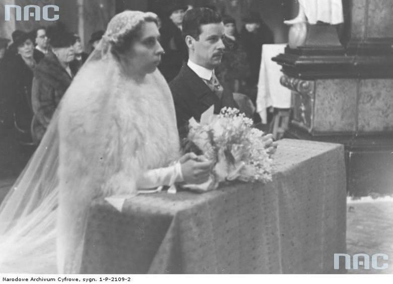 Para młoda podczas ceremonii w bazylice OO. Dominikanów.