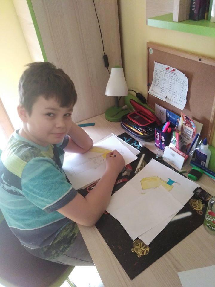 """Kulisy nauki online w Pabianicach. Tak dzieci z """"jedynki"""" uczą się zdalnie ZDJĘCIA"""