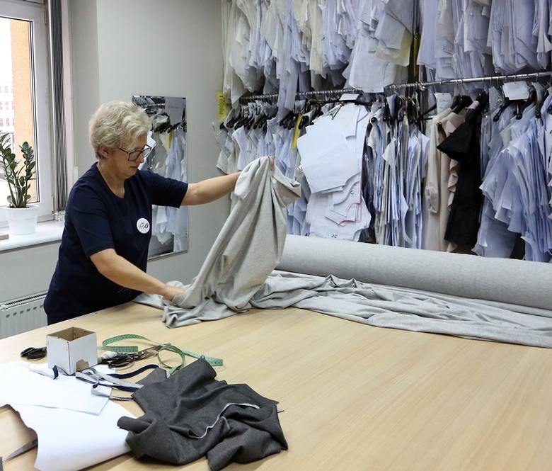 Zanim ubranie trafi do domowej garderoby. Zaglądamy do środka pracowni Sylwii Majdan