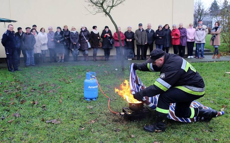 Seniorzy z Chojnic już wiedzą, że najgorszym pomysłem jest zalanie palącego się oleju wodą. Skąd? Ruszyła druga edycja Akademii Bezpiecznego Seniora.