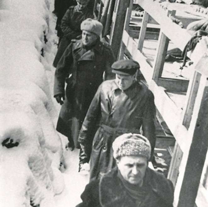 Andrzej Strzelecki (od lewej) i Franciszek Piper, byli pracownicy Muzeum przez wiele lat zajmowali się historią KL Auschwitz. Efektem są liczne publikacje