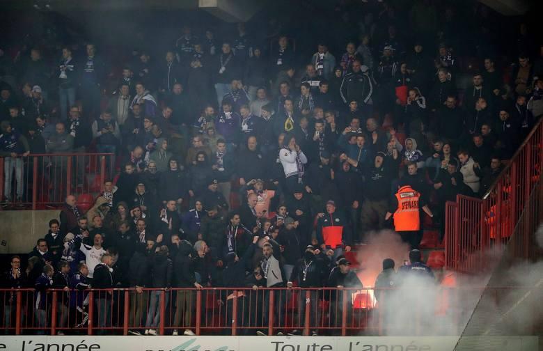 Kibice Anderlechtu doprowadzili do przerwania meczu ze Standardem