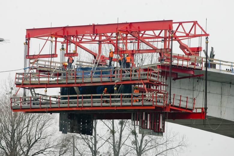 Nowy most na Odrze połączy brzegi już 1 lipca (FILM Z LOTU PTAKA)