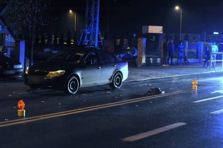 Dziś około godziny 17.00 na ulicy 3 maja w Lipnie kierujący osobową skodą potrącił 76-letnią kobietę, która przechodziła przez ulicę w miejscu niedozwolonym.