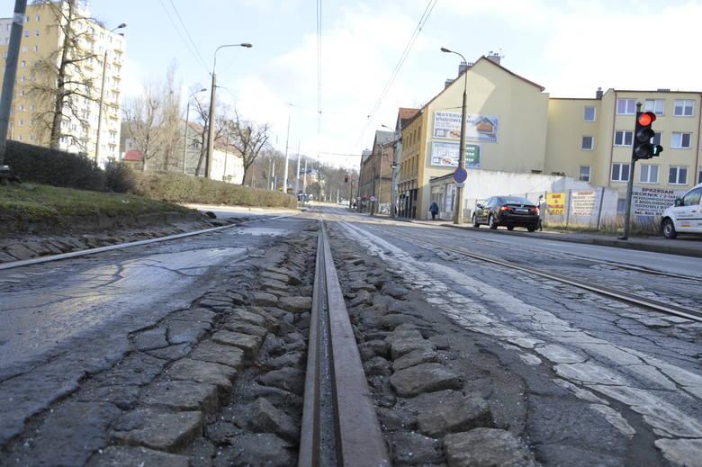 Torowisko w ul. Warszawskiej - będzie remontowane lada tydzień.