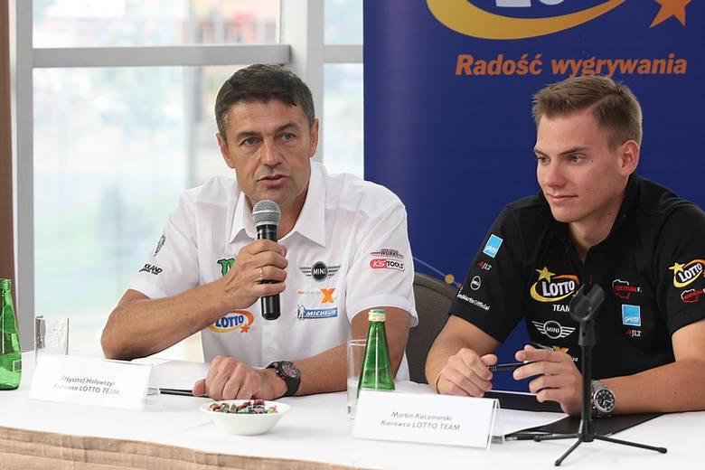 Krzysztof Hołowczyc i Martin Kaczmarski przed startem rajdu Baja Poland 2013.